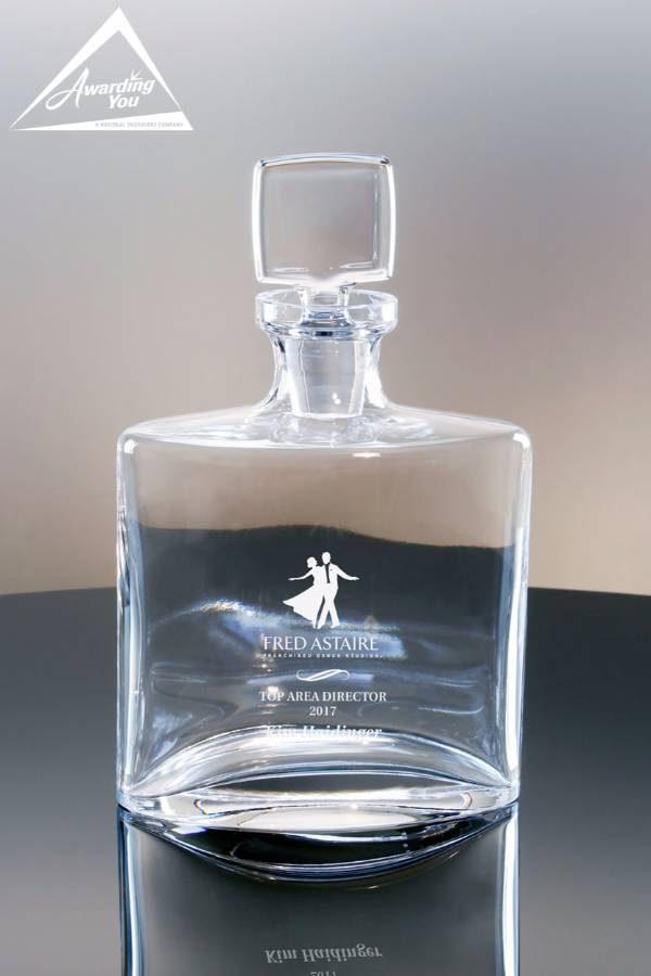 Hugo Decanter, 28 oz. - Front View