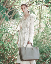 Beck Medium Classic Leather Beck Bag, Mushroom Light Taupe