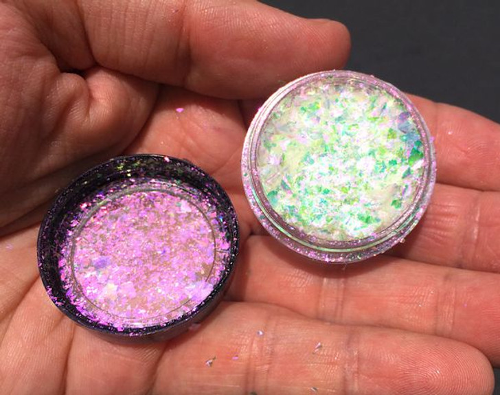 Iridescent chroma flakes