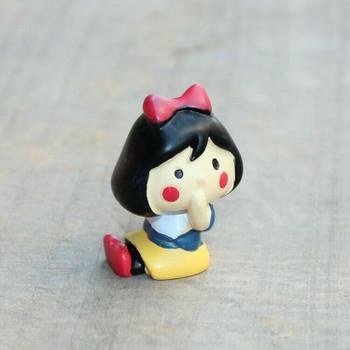 Snow White Figurine   H195511