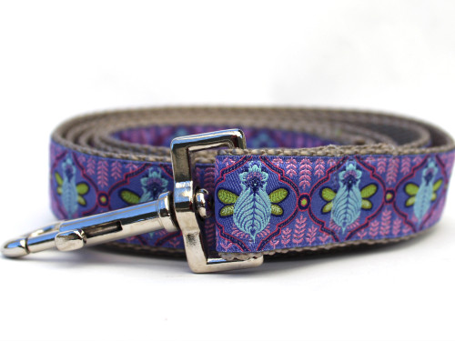 Queen Bee blueberry pie dog leash by www.diva-dog.com