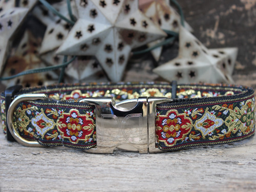 Tzar dog collar by www.diva-dog.com