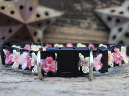 Coco dog collar with breakaway safety buckle by www.diva-dog.com
