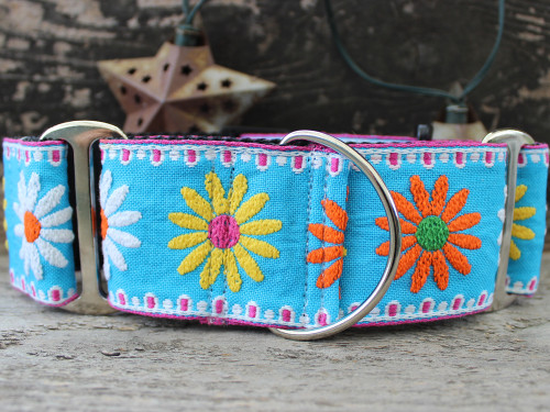 Crazy Daisy wide martingale by www.diva-dog.com