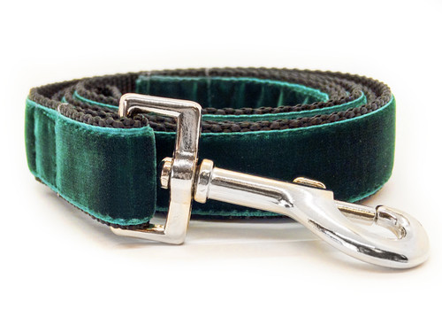 Classic velvet leash in emerald green by www.diva-dog.com