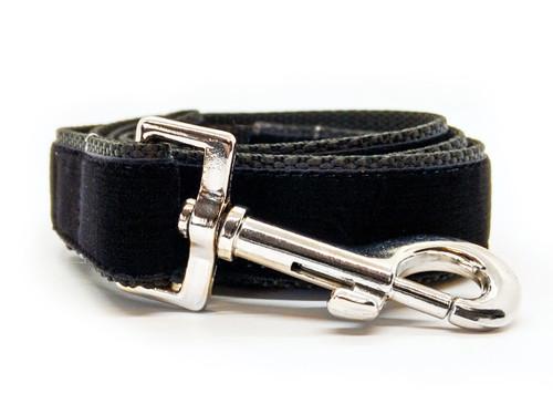 Classic velvet leash in Jet Black by www.diva-dog.com