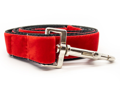 Classic velvet leash in scarlet by www.diva-dog.com