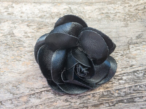 Coco Black removable collar flower by www.diva-dog.com