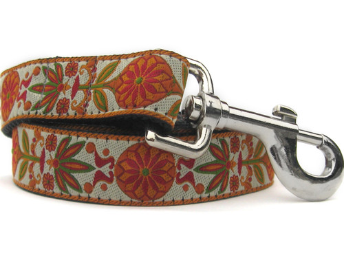 Venice Dog Leash - by Diva-Dog.comes shown in Ivory color combo