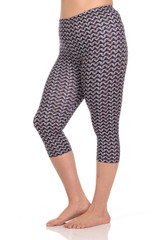 Brushed Graphic Print Chain Mail Capris - Plus Size