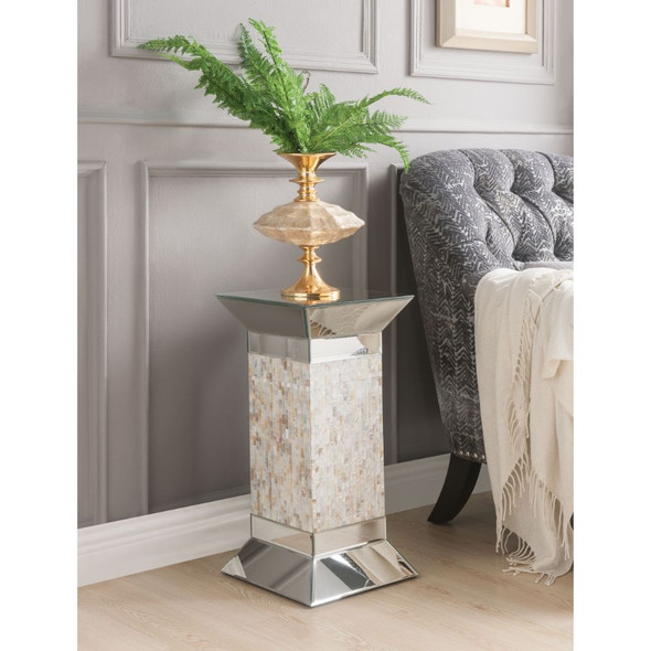 Huey Pedestal Stand