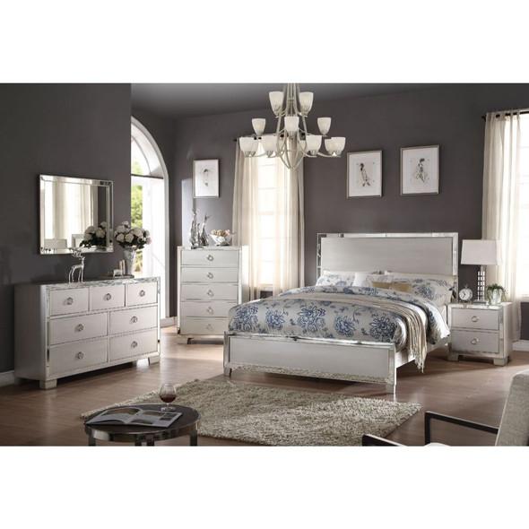 Voeville II Eastern King Bed
