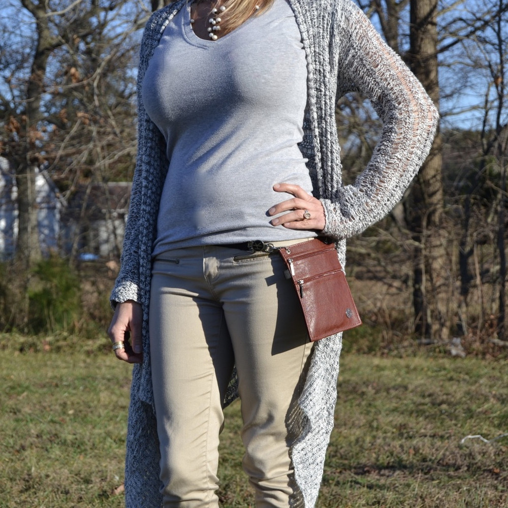 """Belt discreetly hides under shirt. Belt extends 25""""-50"""". (The 2 Hip Klips and Pocket Accessory add 8"""" to the circumference). Model has 26"""" waist and 32"""" hips. Belt is extended at 27"""" in image shown."""