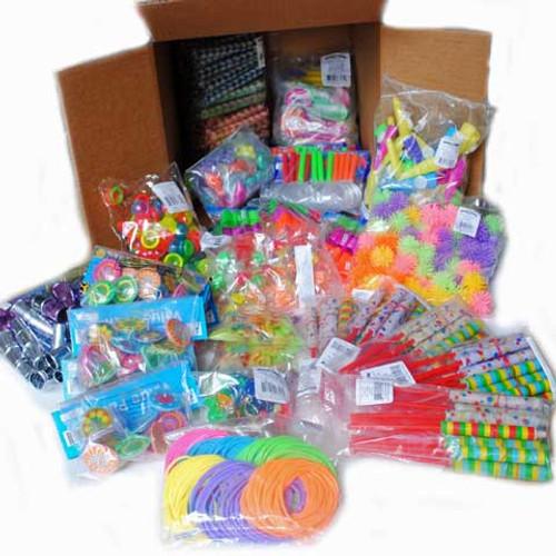 Small toys treasure box set