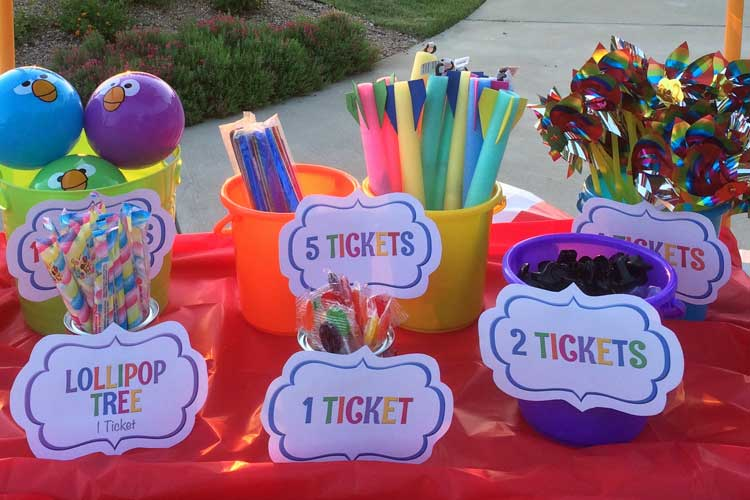 carnival-prizes-outside.jpg