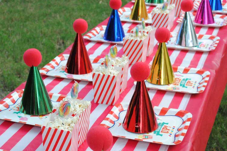 party-hats-and-clown-noses-table-decor.jpg