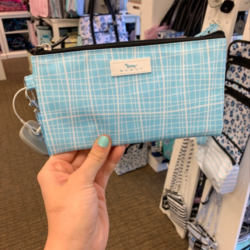 SCOUT Kate Wristlet On-the-go-essential in Screen Latifah