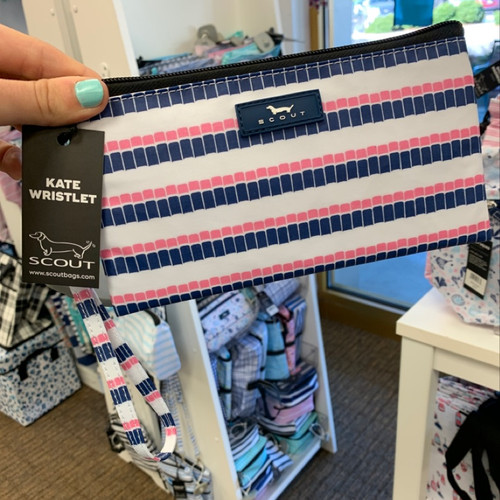 SCOUT Kate Wristlet On-the-go-essential in Smartees