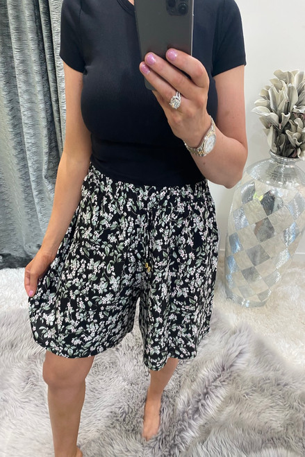 Giovanni Black leaf Flower Shorts