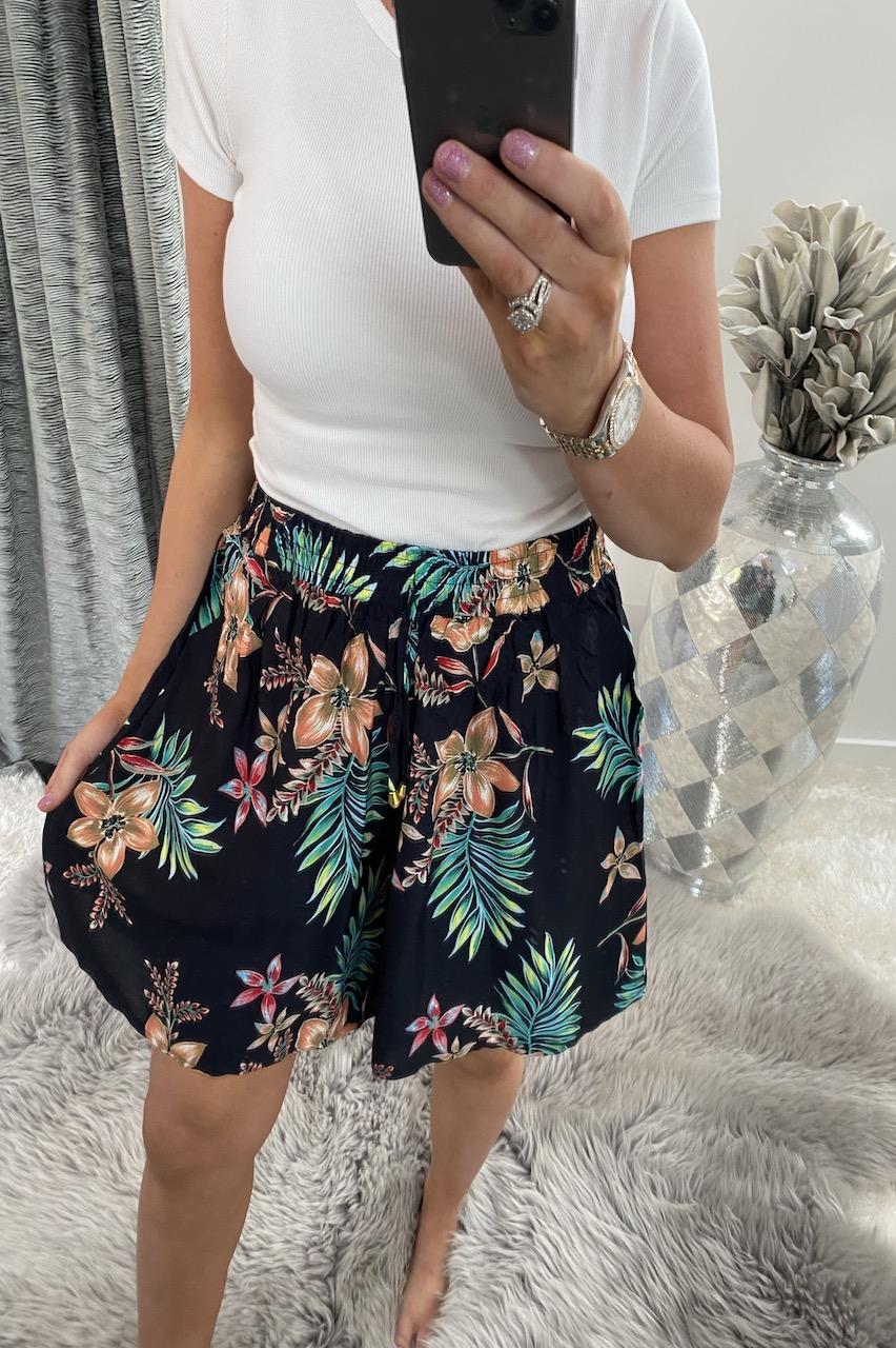 Spring Navy  Floral Print  Shorts