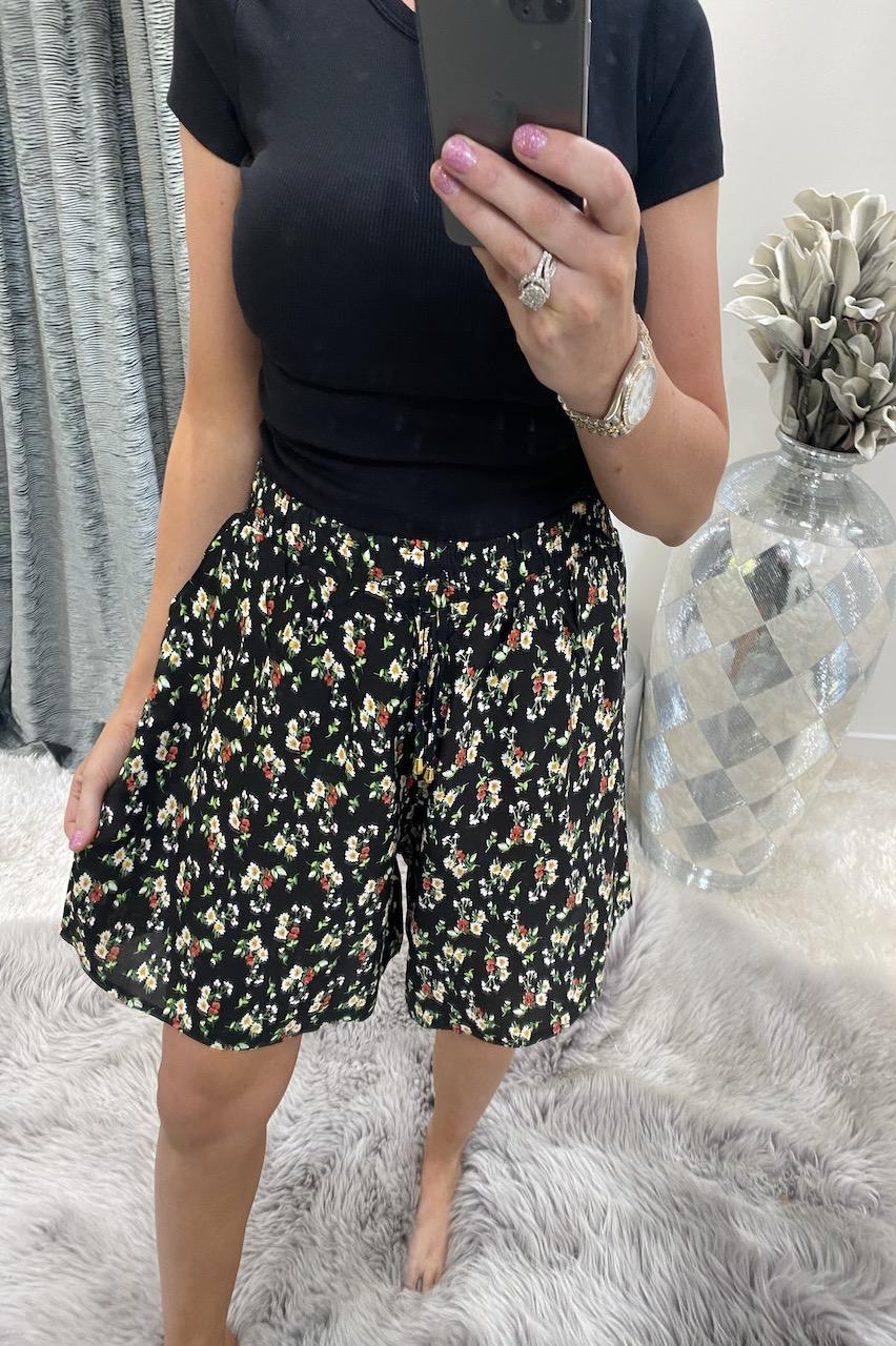 Albelia Black Floral  Shorts