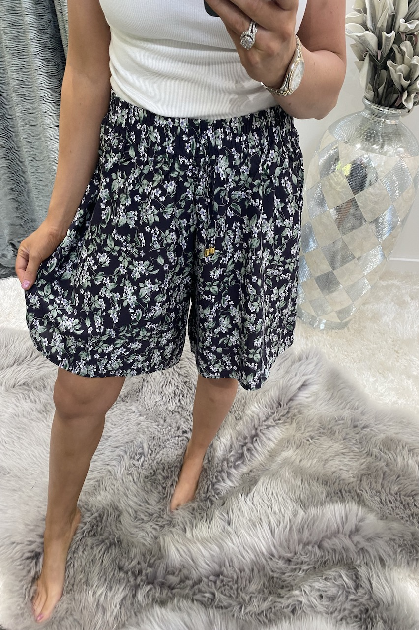 Giovanni Navy leaf Flower Shorts