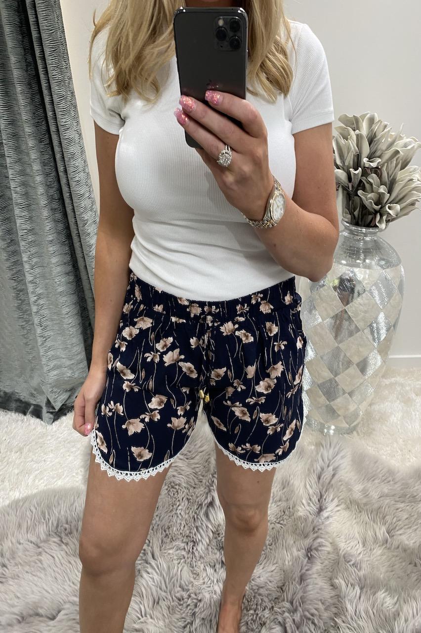 Florita Navy Floral Shorts