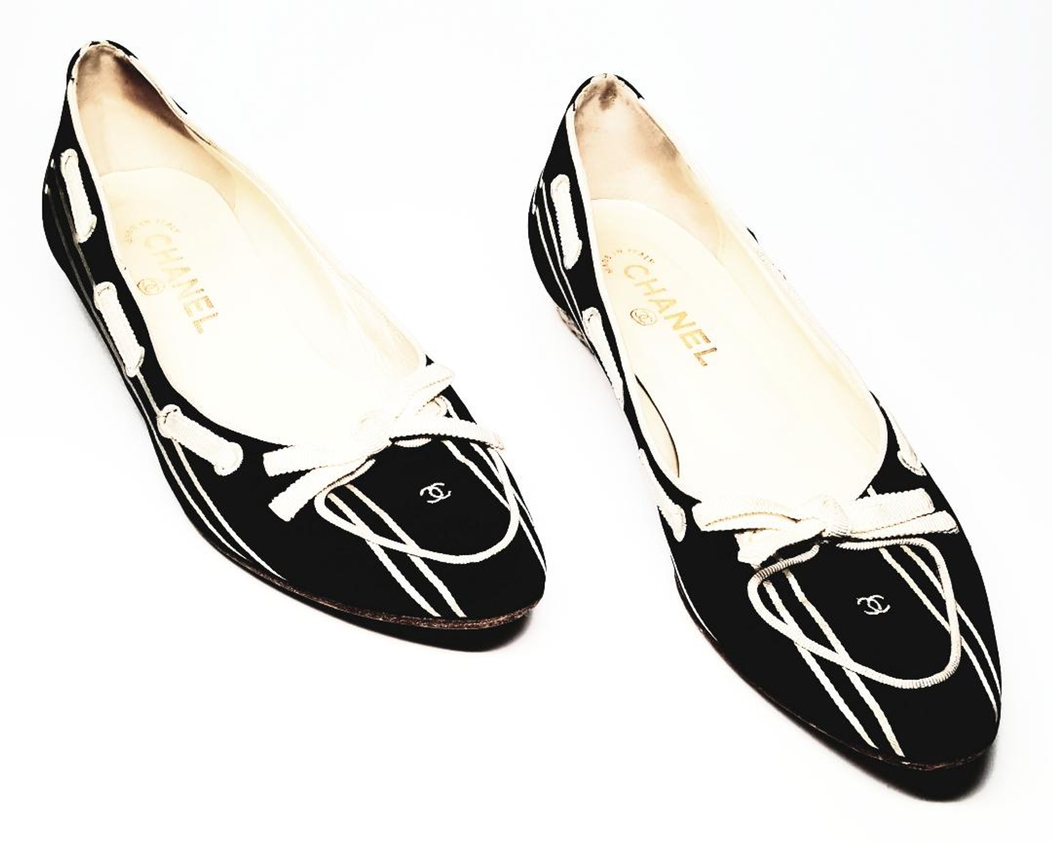 530548ee Chanel Black and Cream