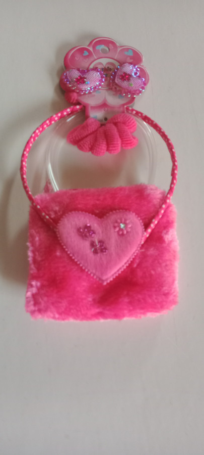 Hot Pink purses and hair accessories are the perfect little girl accessory this sleepover season!  an absolute must for any birthday party, holiday party, or sleepover your little lady might be having!