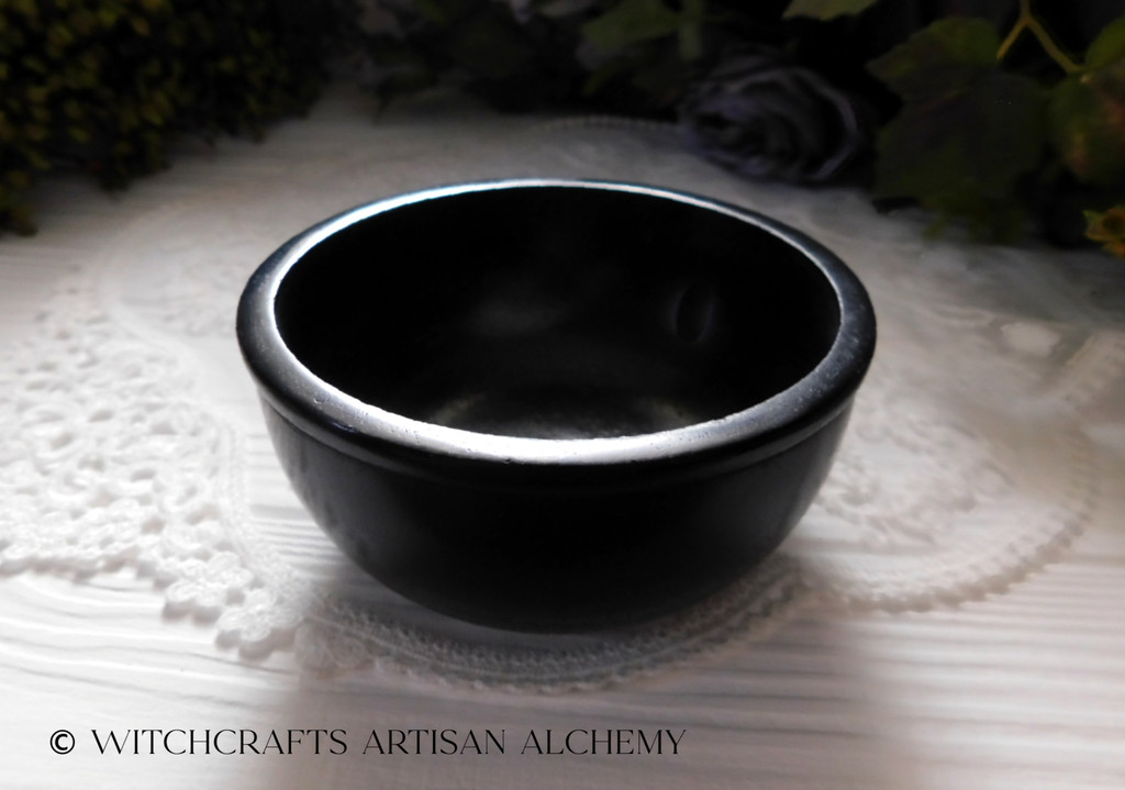 Black Stone Scrying Bowl, Medium
