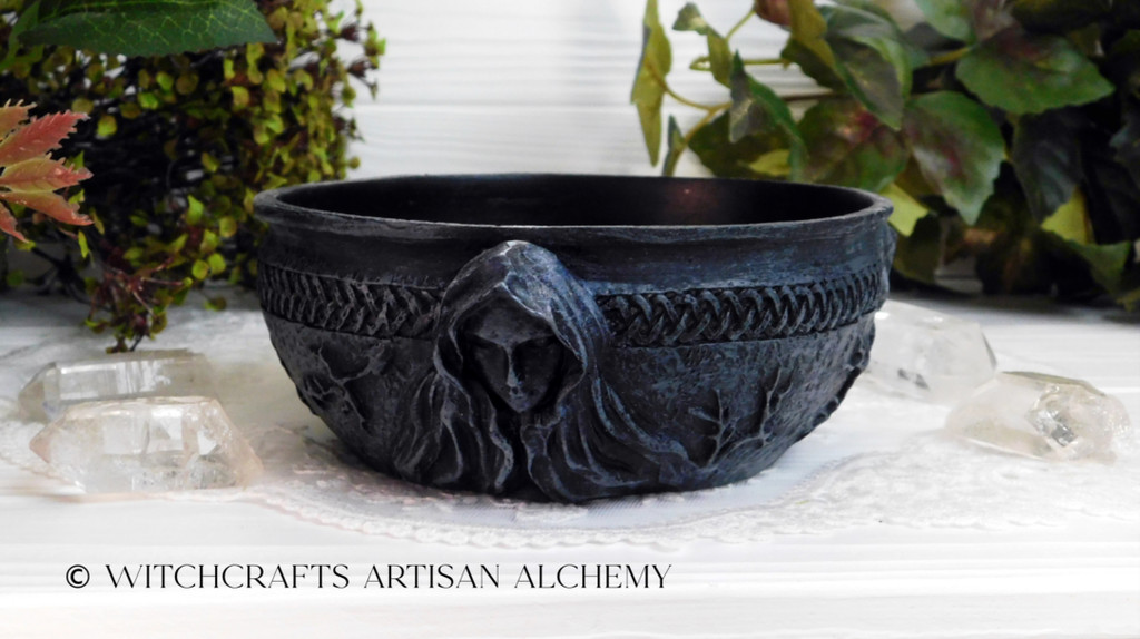 Nemesis Now Maiden Mother Crone Resin Cast Black Scrying Bowl