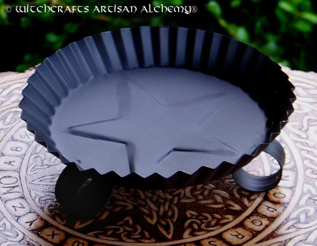 Fluted Star Round Black Metal Candle Pan
