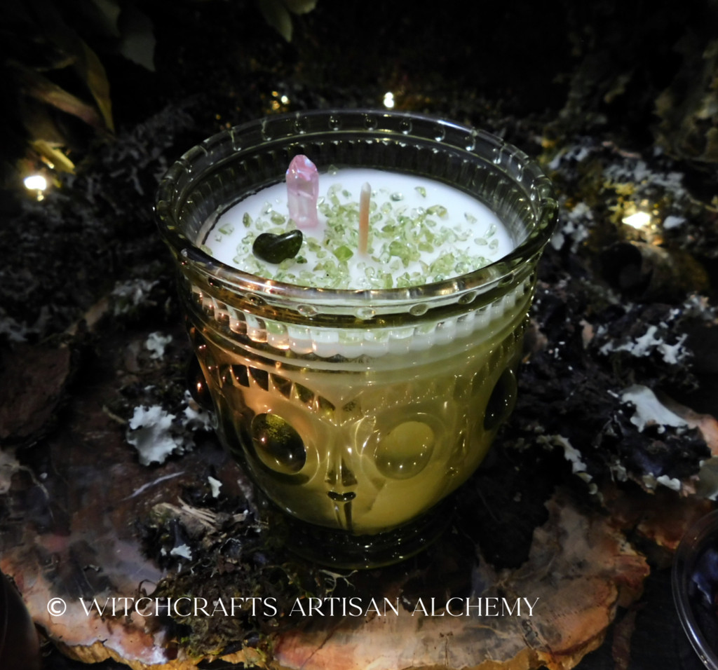 """IDUNN Coco Apricot Crème Luxury Wax """"Heirloom Heritage"""" Green Glass Container Candle"""