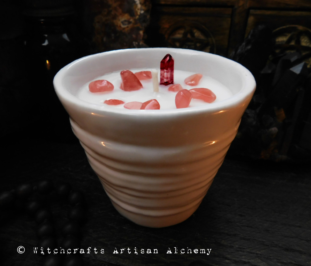 "BRANWEN Coco Apricot Crème Luxury Wax ""Heirloom Heritage"" White Swirl Ceramic Container Candle"