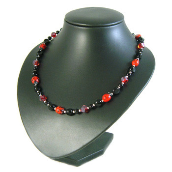 Black Ladybird Simple Single Strand Necklace: Project Instructions