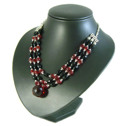 Black/Red 3 Strand Chandelier Necklace: Project Instructions