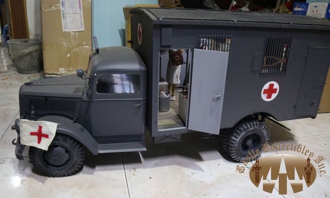 [TM-1507] Toy Model 1:6 Scale Metal Opel Blitz Ambulance Track in Panzer Gray