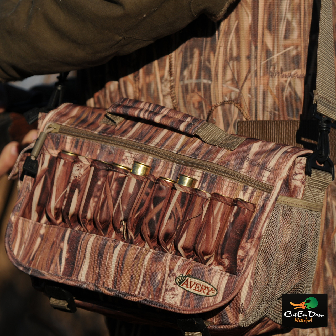 KW-1 Avery Outdoors Power Hunter Shoulder Bag
