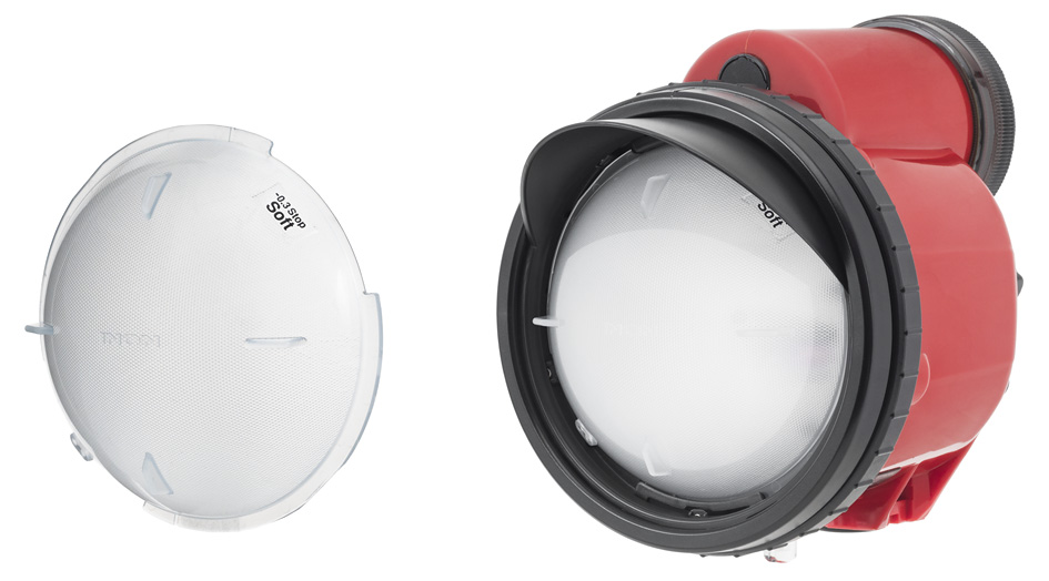 Left	: Bundled Strobe Dome Filter SOFT. Right:The Strobe Dome Filter SOFT installed on the D-200.