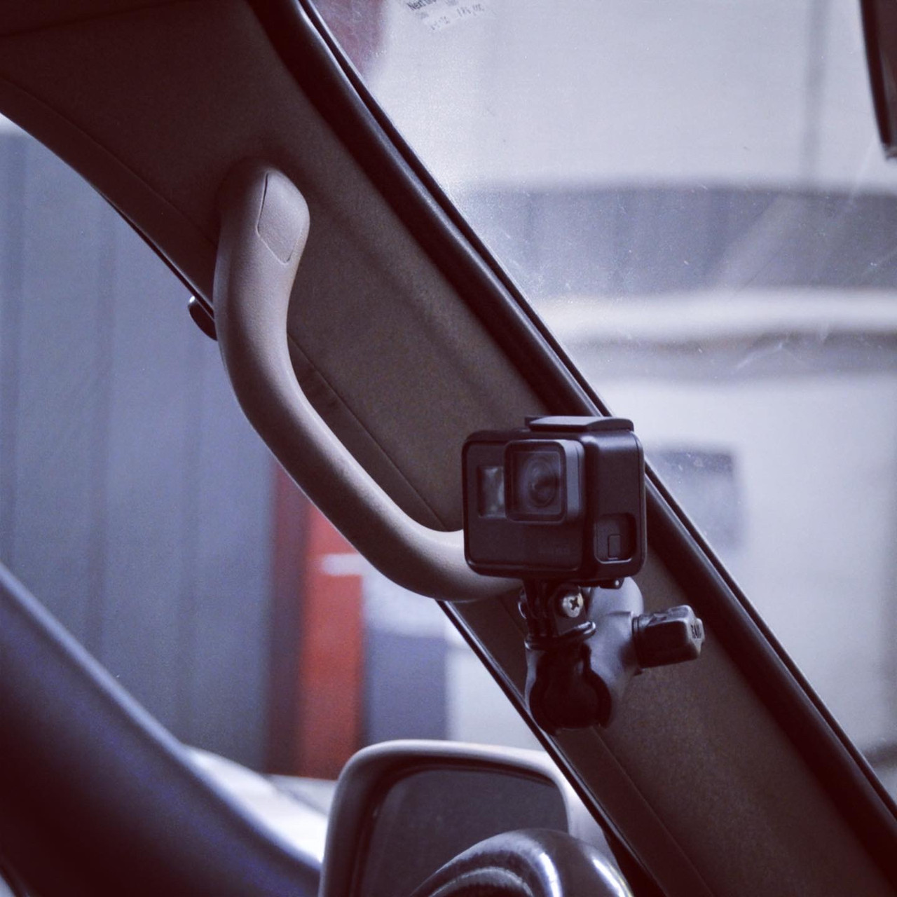 A-Pillar (Oh Sh!t Handle) Accessory Mount- 80 Series, Late (APM-1) fitting to a 97 Lexus LX450