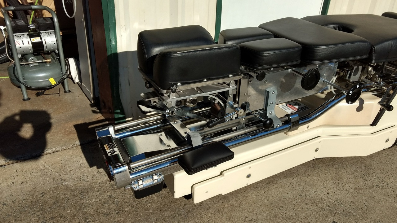 Used Zenith 460S VL Hylo & Elevation Table Includes Air CD,DD,LD & PD  Power Front  & Tuckaway Footboard