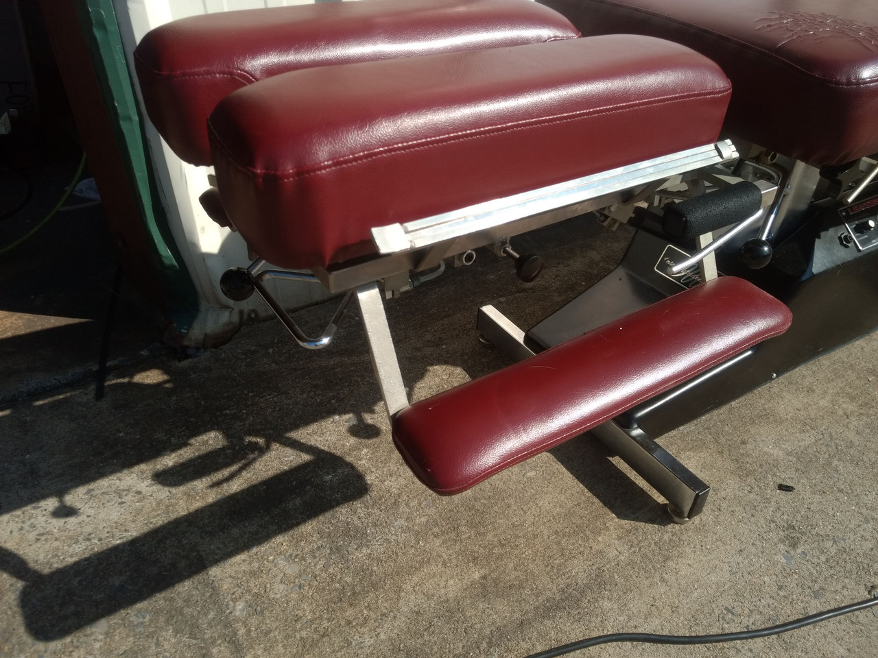 Used Leander 900 Auto Flexion Elevation Table for sale