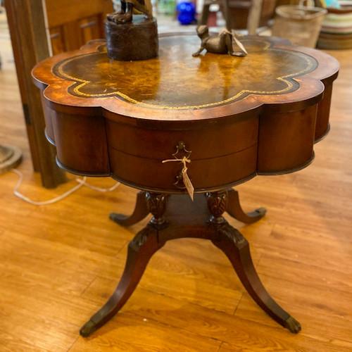 Vintage Clover Pedestal Duncan Phyfe Table