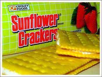 Croley Foods - Sunflower Crackers - Strawberry Cream Sandwich - 7 oz / 189 g - Product of the Philippines