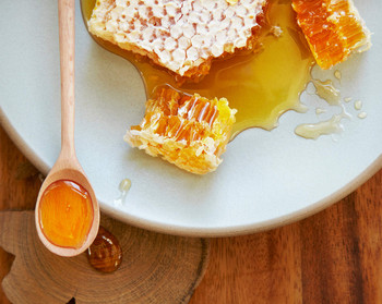 Billy Bee, Pure Natural Honey, Creamed White, Tub, 500g/17.6 oz., {Imported from Canada}