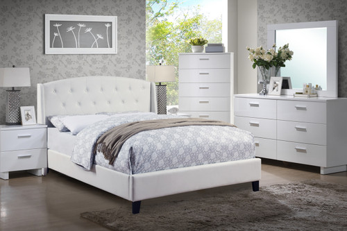 KING/QUEEN BEDFRAME UPHOLSTERED IN WHITE BONDED LEATHER WITH CONTEMPORARY DÉCOR
