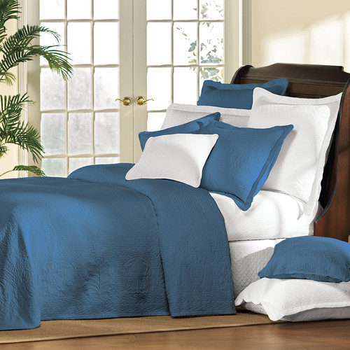 Everard Blue William and Mary Bedding