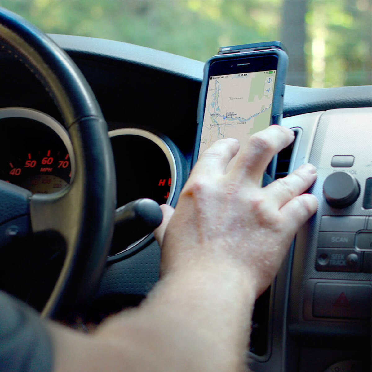 weBoost Drive Sleek OTR 4G Cell Phone Booster - lifestyle 05