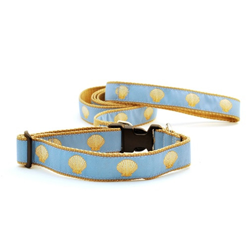 Scallop Shell on Light Blue (Narrow Roman Harness)
