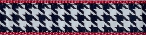 Houndstooth on Raspberry (Leashes)